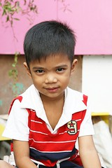 handsome boy (the foreign photographer - ฝรั่งถ่) Tags: handsome boy child sitting red white shirt khlong thanon portraits bangkhen bangkok thailand canon