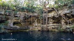 Cenote-Yucatan-Mexico (johnfranky_t) Tags: johnfranky t messico mexico yucatan buca acqua radici scale cenote samsung foglie blu s7 roots 55000 traduci da inglese stairs leaves wood rock dolce freshwater