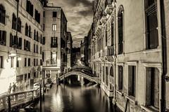 La notte (66Colpi) Tags: venezia venice calleecampielli canale notte monocromo bw luci ponti palazzi