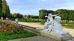 Parc château Champs-sur-Marne (Raymonde Contensous) Tags: châteauchampssurmarne parcchâteau broderies sphynges paysage nature jardinremarquable statues seineetmarne iledefrance