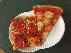 Joe and Pat's (Triborough) Tags: ny nyc newyork newyorkcity richmondcounty statenisland castletoncorners pizza