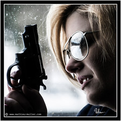 natural born killer (Mathieu Muller) Tags: portrait contrejour backlight gun arme pistolet vitre glass femme fille girl woman lunettes glasses wwwmathieumullercom lowkey mathieumuller