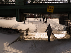 2,9 m (photosgabrielle) Tags: photosgabrielle monochrome sepia people neige hiver urban winter snow montreal quartiersthenri