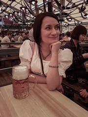 vika's first oktoberfest visit (relaxedhothead) Tags: samsung galaxy s7 edge photoshop oktoberfest münchen munich schottenhammel zelt mittag lunchtime 2017 music beer personen vika maskrug dirndl