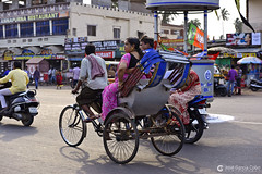 17-04-17 India-Orissa (500) Puri R01 (Nikobo3) Tags: asia india orissa bhubaneswar puri social street urban culturas people gentes travel viajes nikon nikond800 d800 nikon7020028vrii nikobo joségarcíacobo rickshaw tuktuks