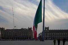 _MG_1697 (miguenfected) Tags: cdmx df bandera mexico ciudad catedral latinoamericana soldado bellas artes palacio centro
