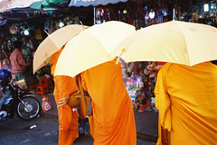 orange (subway rat) Tags: 35mm film analog filmphotography analogphotography streetphotography streetphoto streetlife everybodystreet phnompenh cambodia asia filmforever filmisnotdead filmcamera shootfilm ishootfilm staybrokeshootfilm minolta minoltarivazoom70 minoltarivazoom70date kodak kodakfilm kodakultramax400 traveling monks buddhist