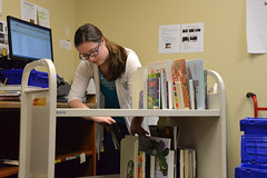 DSC_0613 (Omaha Public Library) Tags: staff omahapubliclibrary omahapubliclibrarystaff saddlebrookbranch saddlebrook books checkingin aid libraryaid