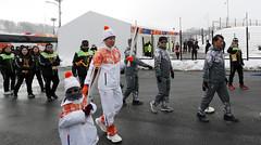 Paralympic_Torch_Relay_04 (KOREA.NET - Official page of the Republic of Korea) Tags: 패럴림픽 션 지누션 성화 성화봉송 강원도 평창군 평창올림픽플라자 한국 대한민국 2018 2018pyeongchangwinterparalympic korea pyeongchang pyeongchangolympicplaza gangwondo pyeongchanggun
