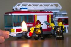 Mis bomberitos en acciòn ... (zenti66) Tags: lego light firefighter bomberos feuerwehr macro 500px fun fire