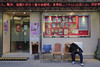 awkwardly relaxed (channyuk (using Albums)) Tags: streetphotography templestreet hongkong canonm10 kowloon