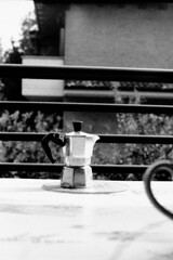 Domenica mattina d'estate (laetitia.delbreil) Tags: monochrome biancoenero blancoynegro noiretblanc blackandwhite film bn nb bw filmphotography slr singlelensreflexpentaconpraktica b200prakticar 50mm 118 ishootfilm ifeelfilm filmisback filmisawesome westillcare prakticar50mm118 pentacon prakticab200 kodaktrix iso400 analogue filmisnotdead analogico argentique análogo analogsoul jesuisargentique moka domenicamattina sundaymorning dimanchematin italia italy fixedfocallength vintagecamera 35mm café caffè coffee