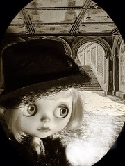 Toy-in-the-Frame Thursday; and Blythe-a-Day#3. Snow: Maisie Goes Out on an Icy Day