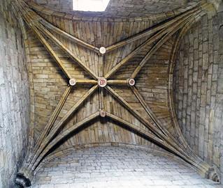 Boveda gotica interior Iglesia de Monasterio San Salvador de Leyre Navarra