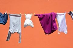 Séchage South Africa_5564 (ichauvel) Tags: linge laundry filàlinge peluche étendrelelinge mur wall rue street vétements clothes bokaap afriquedusud southafrica capetown lecap voyage travel exterieur outside getty