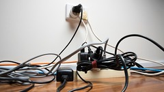 3 ways to easily organize the awful mess behind your TV (psbsve) Tags: noticias curioso movie interesante video news imágenes world mundo información política peliculas sucesos acontecimientos entertainment