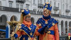 Maskenzauber (Norbert Kiel) Tags: mann frau pärchen paar blau orange hamburg maskenzauber masken zauber venedig italien deutschland alster verkleidung kostüme nokiart
