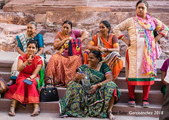 Unknown women (Pepe Soler Garcisànchez) Tags: zeiss55mmf18za sonya7m2 jodhpur india rajasthan ilce7m2 zeisslenses zeisstfe55mmf18