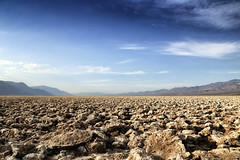 Badwater Basin (erichudson78) Tags: usa california deathvalleynationalpark desert canoneos6d canonef24105mmf4lisusm landscape paysage horizon ciel sky wideangle grandangle valley vallée montagne mountain nuages clouds sec dry sécheresse désertique avril april 7dwf