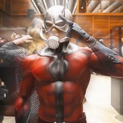 ... Eric O'Grady is The Ant Man ... (Lanpernas .) Tags: cameraphone sxxi comikd 2018 escultura marvel hombrehormiga stanlee comic aventuras expo donostia