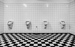 Wanna play chess? (michael_hamburg69) Tags: hamburg germany deutschland muster pattern schachbrett urinal urinals urinale wc gekachelt schwarz weiss toilet checker chequer mensroom menstoilet