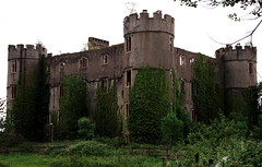 Castell Rhiw'r Perrai / Ruperra Castle (ii) (Rhisiart Hincks) Tags: adfail adfeilion ruin ruins dismantr dismantroù hondakin hondakinak tobhta castell kastell castle caisteal gaztelu ue eu ewrop europe eòrpa europa aneoraip a'chuimrigh kembra wales cymru kembre gales galles anbhreatainbheag 威爾斯 威尔士 wallis uels kimrio valbretland castellrhiwrperrai ruperracastle