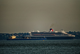 Queen Mary2 & United Grace.