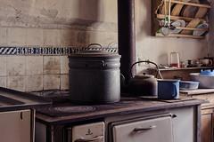 Eigner Herd Ist Goldes Wert (Timeless Seeker) Tags: lost decay abandoned urbex kitchen
