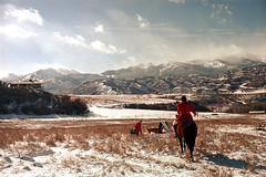 1a-346 (ndpa / s. lundeen, archivist) Tags: nick dewolf nickdewolf photographbynickdewolf 1977 1970s color 35mm film 1a reel1a aspen colorado fall autumn snow november rockymountains foxhunt hunt woodycreek woodycreekhounds roaringforkvalley equestrian horse horseback rider roaringforkhunt landscape man redcoat redjacket masterofthehunt hat jodhpurs boots mountains sky clouds glasses sunglasses house dog field valley shades building mountain people roaringforkhounds