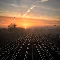 Tonbridge sunrise (rjbwarren) Tags: trainline sunrise tonbridge