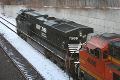 Norfolk Southern, NS 7569, GE ES40DC, in Staten Island, New York, USA. March, 2018 (Tom Turner - NYC) Tags: norfolksouthern blackhorse ns ns7569 7569 ge gees40dc locomotive tracks railroad transport transportation statenisland tomturner bigapple newyork nyc usa unitedstates spot spotting