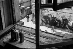 (sele3en) Tags: film 35mm pan400 ilfotecddx ilfordpan400 analog 35mmgraffiti 35mmphotography urban urbanart urbanlife streetart streetphotogrpahy graffitiphotography saintpetersburg saintpetersburggraffiti russiangraffiti darkroom documentary bear beargraffiti bearword city ilfordrapidfixer citylife russianlife selone experimental 2018