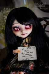 Le souvenir, c'est la présence invisible. (Kikyô) Tags: doll poupée dark noir black sombre darkeness darkness dollmore hair full custom custo thanks blind pullip