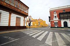 Tres esquinas (Gaby Fil Φ) Tags: trujillo centrodetrujillo arquitectura arquitecturacolonial ciudadescolonialesdeaméricalatina perú sudamérica nortedeperú norteperuano colores esquinas latinoamérica ciudadesdelperú