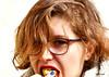 gourmandise (quentinmimi) Tags: portrait fille femme enfant gâteau manger goumandise couleur juju woman girl