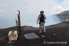 Ready to take readings (10b travelling / Carsten ten Brink) Tags: carstentenbrink 10b 10btravelling 2018 americas centralamerica earthwatch iptcbasic latinamerica latinoamerica masaya nica nicaragua nicaraguan nindiri parquenacional caldera centroamerica cmtb crater gas gasmask geology gravity gravitymeter measurement mountain nationalpark readings science selfportrait selfie tenbrink volcan volcanic volcano volcán volunteering vulcanology