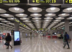 Lighting in the Baggage Claim (cohodas208c) Tags: normanfoster airport madrid bajaras terminal4