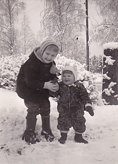 Ydrehammar Sweden 1962 (Ankar60) Tags: svartvitt black white ydrehammar sweden stångån 1960 60 1960s sextiotal sixties nostalgi vintage old photo gammalt foto scanned gamla foton barn child children kid kids