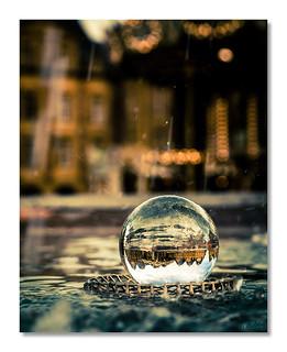 La Place Ducale à travers la boule