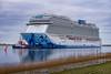 die Norwegian Bliss..... (Ossiland) Tags: kreuzfahrtschiff ostfriesland ems schlepper emspassage gandersum