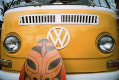 Ricoh R1 Venice Beach VW Microbus (▓▓▒▒░░) Tags: analog mechanical vintage classic retro 35mm film camera design style la losangeles history california landmark car auto automobile dealer road japan vw volkswagen surf beach bus microbus van