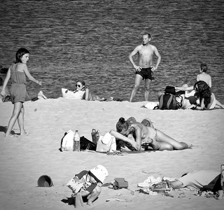 Kissing couple at the beach: That's what they call