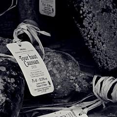 Une bouteille à la mer (Un jour en France) Tags: monochrome bouteille vin mer