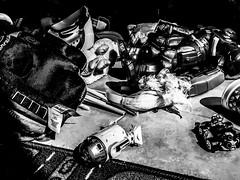 Tiradero 03 (Kazyel) Tags: fotografíamóvil juguetes toys juegos play toy niños child childs jugando playing blancoynegro blackandwhite iphone iphone6plus iphone6 iphoneography iphoneografía kazyel vladimir aguascalientes méxico r2d2 arturito starwars bb8 laguerradelasgalaxias mariokart hulkbooster