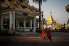 _MG_3669-le-13_05_2016_wat-thail-wattanaram-maesot-thailande-christophe-cochez-w (christophe cochez) Tags: monk monks maesot watthailwattanaram watwattanaram thailande thailand burmes bouddhisme buddhism buddhist