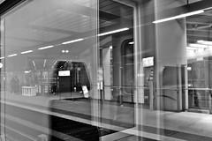 Station Brussel-Schuman (just.Luc) Tags: perceptie perception reflection reflections reflexion railwaystation station treinstation gare férovière bahnhof belgië belgien belgique belgica belgium building gebouw gebäude bâtiment brüssel brussels bruxelles brussel bn nb zw monochroom monotone monochrome bw