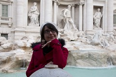 My own Audrey (ramosblancor) Tags: humanos humans retrato portrait chica girl mujer woman gente people tribus tribes guapa cute beauty posado pose fuente fountain fontanaditrevi audreyhepburn ciudades cities roma rome italia italy viajar travel