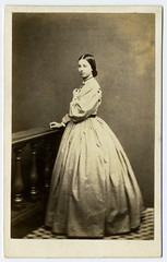 (...Olivier...) Tags: royaume uni dress robe femme brighton william constable uk cdv 1861 woman lady dame victorian victorienne photographie ancienne photo vintage xix albumen print tirage albuminé