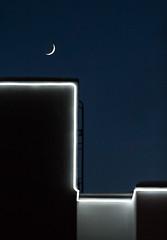 Подсветка кроны жилого дома (Девелоперская компания) Tags: россия тюмень подсветкадома дом луна молодоймесяц ночноенебо звезды магия магическийсвет лунныйсвет геометрия линии экстерьер жилойдом красиво russia tyumen homelighting house moon youngmonth nightsky stars magic magiclight moonlight geometry lines exterior residentialbuilding beautiful м