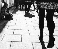 78/365 City Street Life (denise.ferley) Tags: bw blackandwhitephotography streetphotography street peoplewatching people pavement life citylife city thisisengland 365 3652018 oneaday